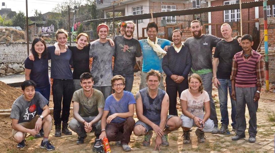 ネパール建築ボランティアの集合写真